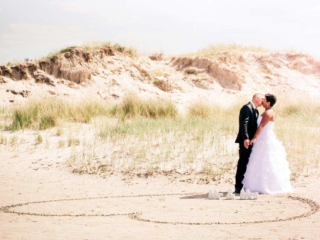 Hochzeitsfotografie am Strand von St. Peter-Ording, Nordsee. Foto: Stephan Benz