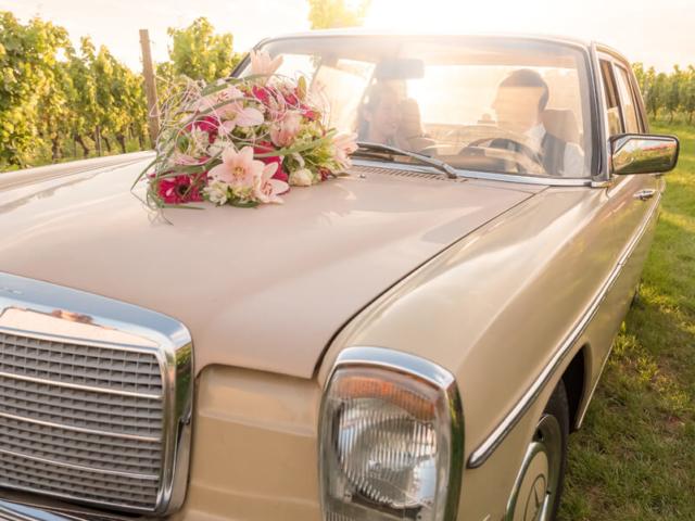 Hochzeitsfotografie: Mercedes Oldtimer mit Janine und Martin. Foto: Stephan Benz